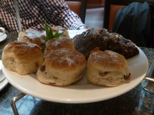Mini scones and fruit cake